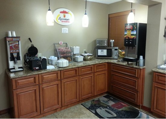 Super 8 Independence Kansas City: Breakfast Counter