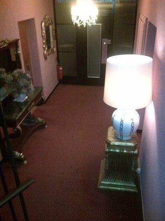 Hotel Adriatica: Pasillos interiores