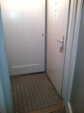 Hotel Adriatica : Parte interior entrada habitacion 59