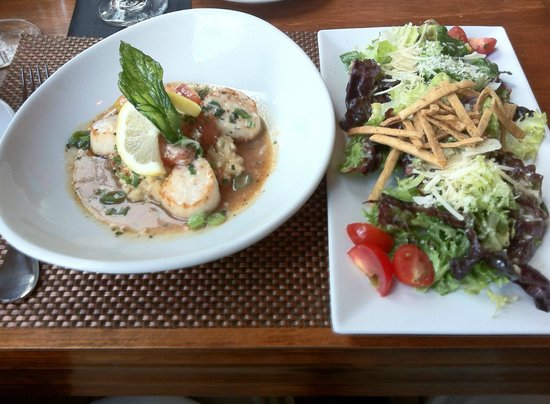 Ocean 60 Restaurant & Wine Bar : scallops appetizer and side salad