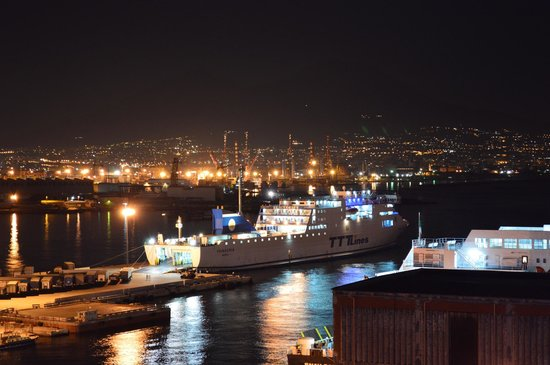 Romeo Hotel: stunning view over Naples bay and port from rooftop swimming pool