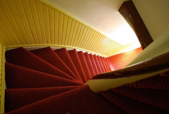 Amsterdam Wiechmann Hotel: Rampa di scale prima del piano terra
