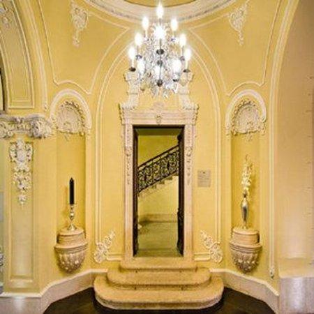 Hotel Palazzo Zichy: Main Staircase
