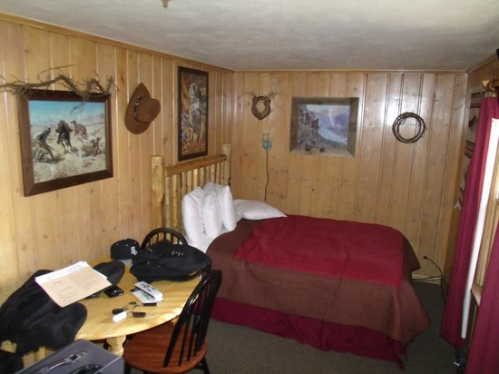 Moose Creek Cabins and Inn: chambre + 1 autre