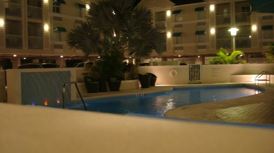 Silver Palms Inn : The pool area at night