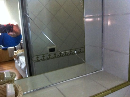Hotel Villa Di Sorrento: specchio