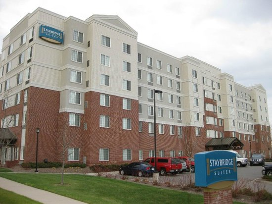 Staybridge Suites Denver International Airport: The Staybridge Suites from the front.