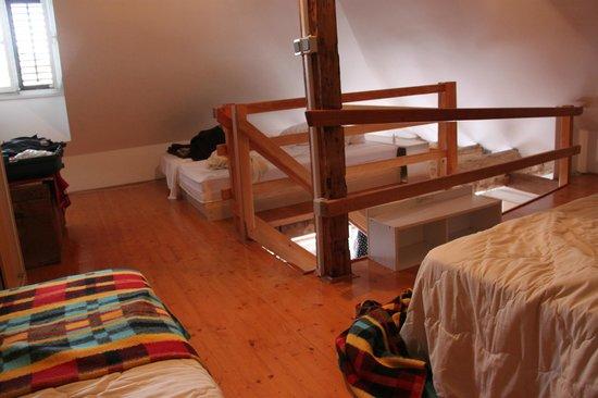 Pavisa Apartments: Mezzanine beds
