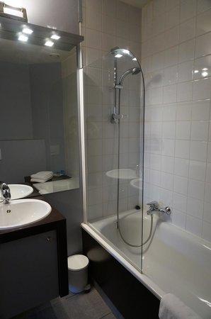 MAS Residence: バスルーム