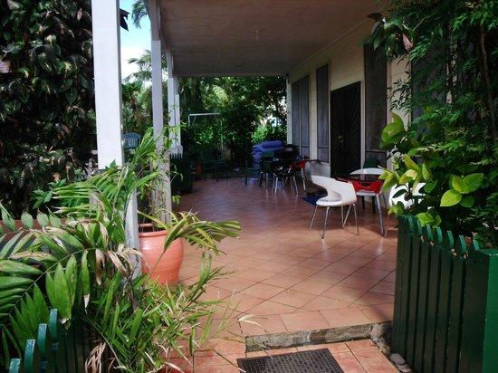 Lynn's Getaway Hotel: Entrance