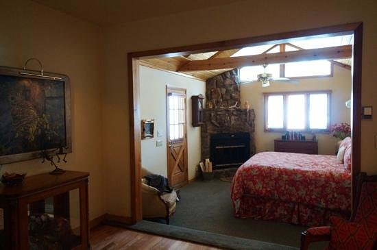 Romantic Riversong Bed and Breakfast Inn: view from doorway