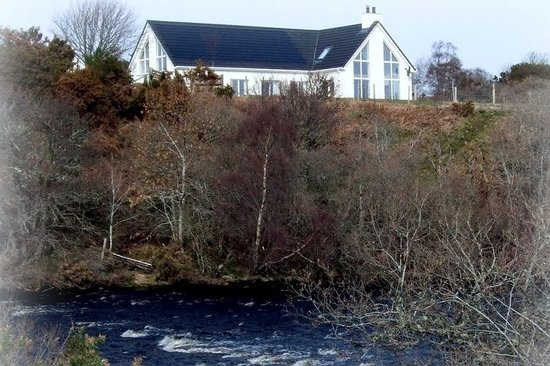 Lochaill Guesthouse: LOCHAILL FROM RIVER BRORA