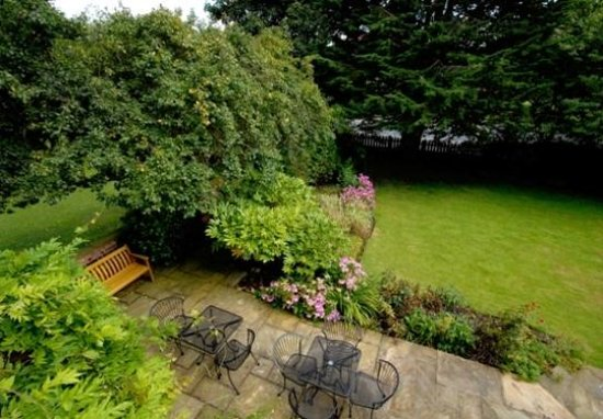 Marton Grange Country House: Front terrace