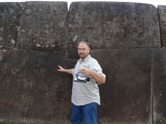 Ahu Vinapu: Look at how the small stone locks the large stones into place