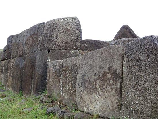 "Ahu Vinapu: ""Inca"" style stonework"