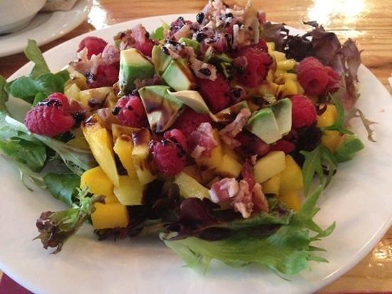 Artisan Kitchen and Bar: Mango, Bacon Salad