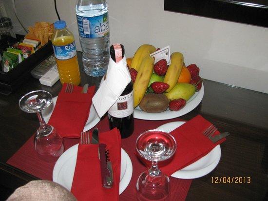 Tria Hotel Istanbul: подарок отеля на ДР
