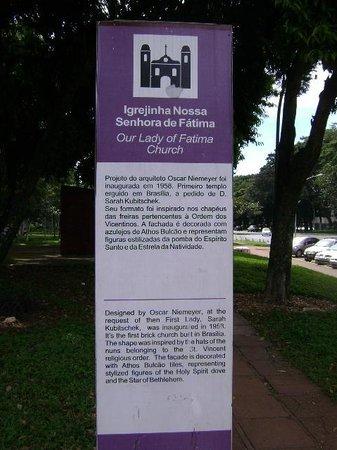 Igrejinha N.S. De Fatima church: Placa indicativa na subida da escada em frente à Igreja