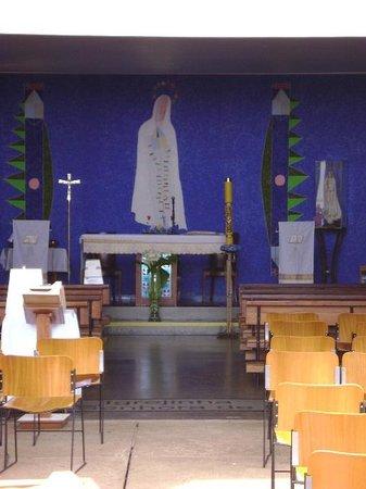 Igrejinha N.S. De Fatima church: Detalhe da pintura da parede atrás do altar