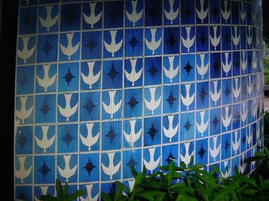 Igrejinha N.S. De Fatima church: Lindíssimo detalhe dos azulejos externos de Athos Bulcão