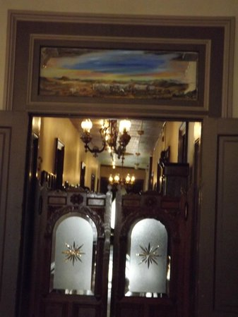 Swinging Doors Going To The Hallway Of Famous Rooms Picture Of