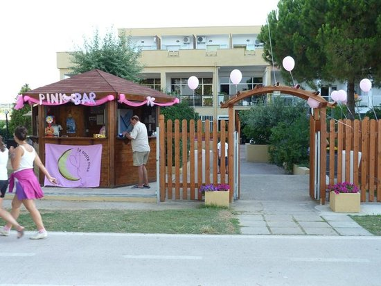 Hotel Holiday: notte rosa