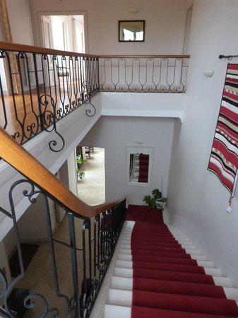Chateau du Bourbet : escalier menant aux chambres