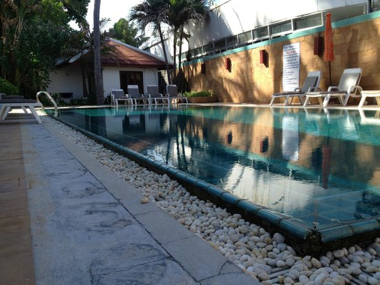 Malibu Koh Samui Resort & Beach Club: pool is always clean -not too many people use it