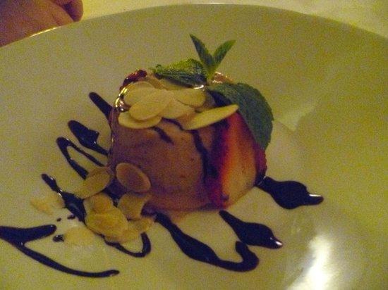 Agua Restaurant & Lounge : Hazelnut Ice Cream Cake