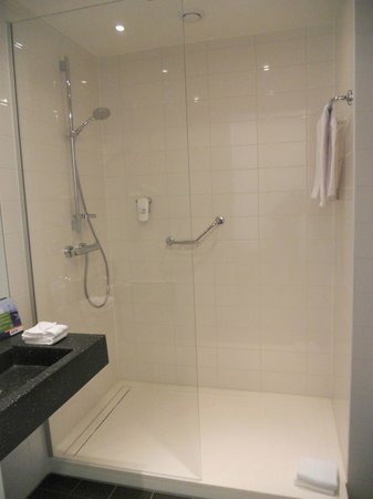Park Inn by Radisson Amsterdam Airport Schiphol: shower