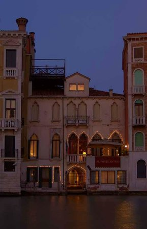 Al Ponte Antico Hotel: 15th century palace on the Grand Canal