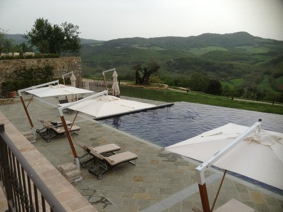 Castello di Casole Private Estate & Spa: Infinity pool