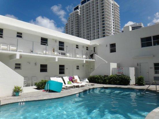 The Aqua Hotel: Una de las piscinas