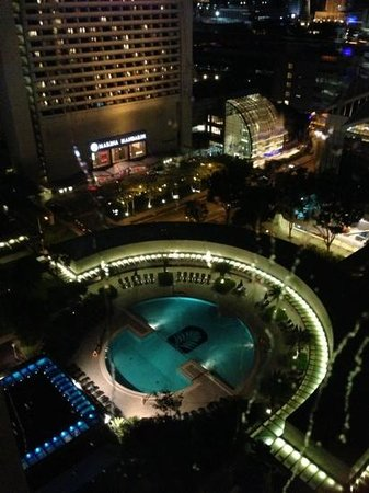 Pan Pacific Singapore: Swimming pool night view from bubble lift