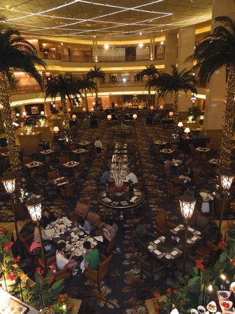 Grand Central Hotel Shanghai: Lobby, ontbijt en dineren.