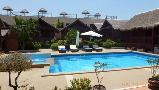 Jaidee Resort: pool area