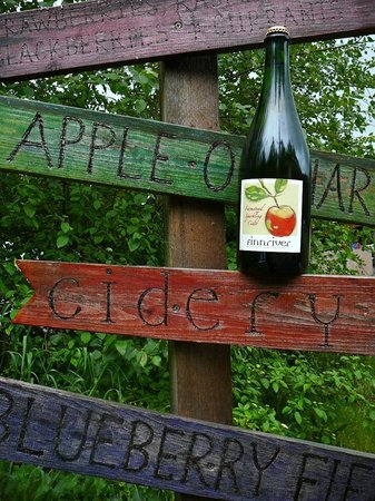 Chimacum, วอชิงตัน: Hard Cider and Entry Signs