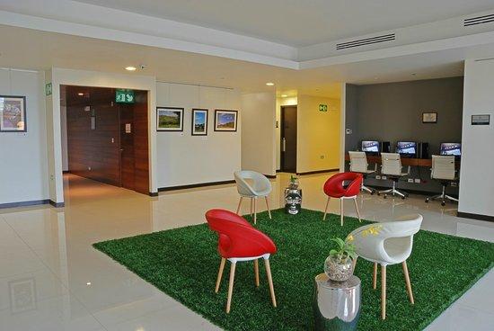 Park Inn by Radisson San Jose: Foyer 2nd Floor & Business Center
