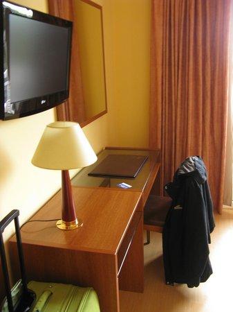 Hotel Sant Jordi: Habitacion