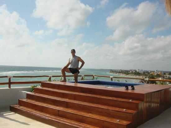 Koox Quinto Sole Boutique Hotel: Hasta arriba del hotel habia una terraza y un jacuzzy