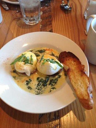 Parish Cafe: eggs sardou