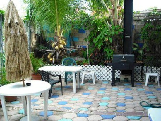 Hostal Marpez: Patio delantero