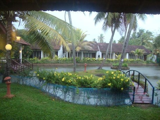 Abad Whispering Palms Lake Resort: view from the cottage