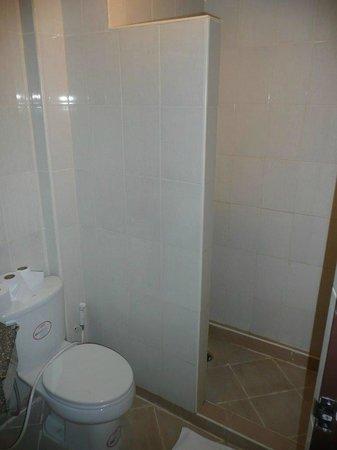 Aspery Hotel: petite salle de bains