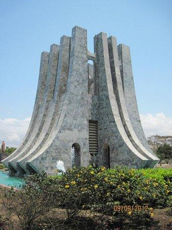 Kwame Nkrumah Memorial Park : kwame nkrumah's tomb