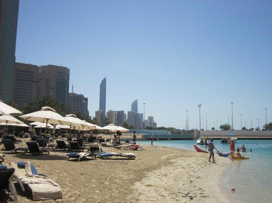 Sheraton Abu Dhabi Hotel & Resort: Beach/lagoon