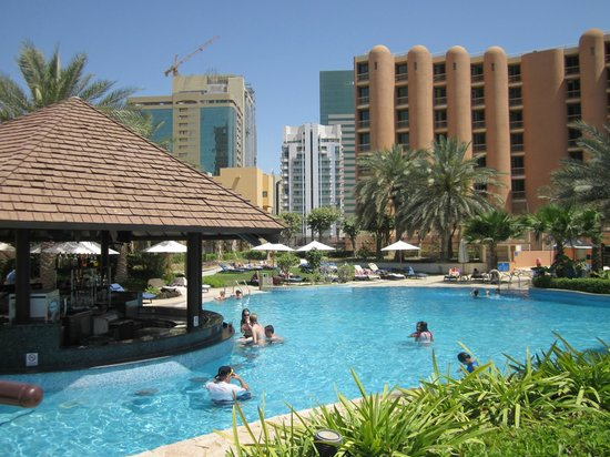 Sheraton Abu Dhabi Hotel & Resort: Pool