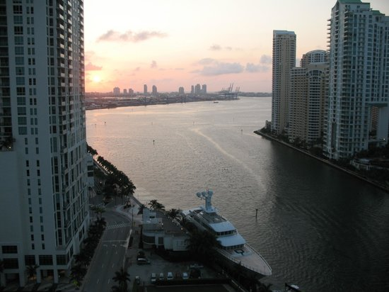EPIC Hotel - a Kimpton Hotel: View of Brickell key and Port of Miami at sunset