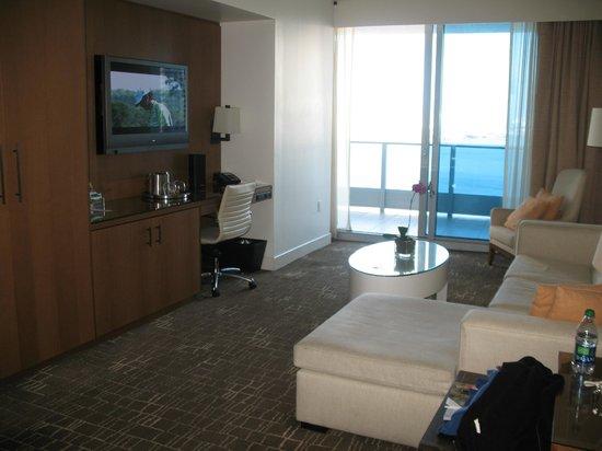 Kimpton EPIC Hotel: Living area and main balcony