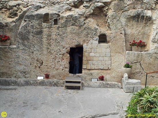 Calvaire de Gordon : the Tomb in the Garden Tomb Jerusalem